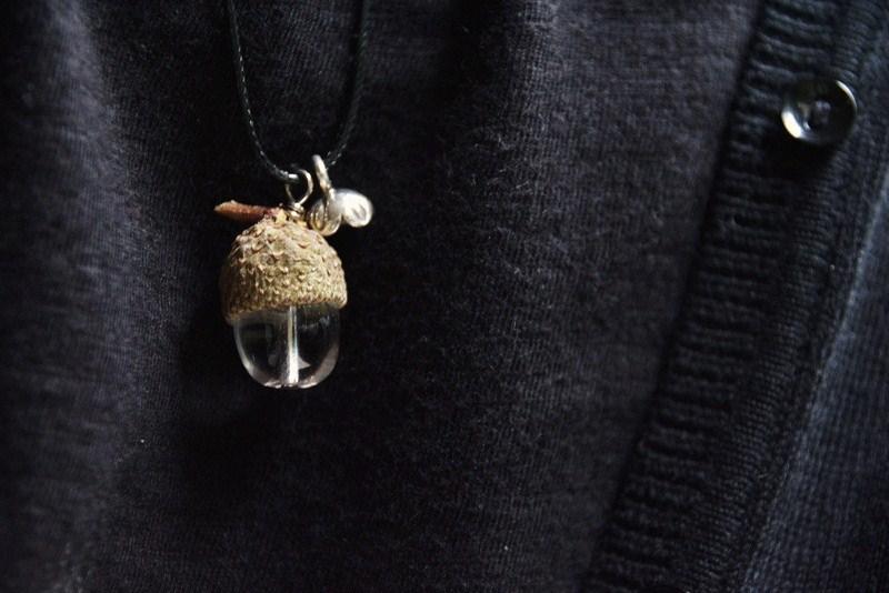 Kette aus einem Eichelhut